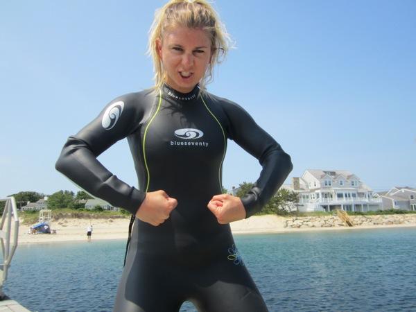 Womenppussy eaten in wet suit 3
